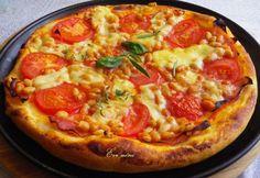 A házilag készített pizzának nincs párja. Ráadásul nem sokkal több idő elkészíteni, mint rendelni. Mire a futár kiérne, te is összeállítod és megkeleszted a tésztát.