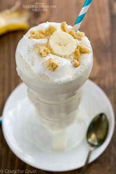 This Skinny Banana Cream Pie Milkshake tastes like banana cream pie! Just a few ingredients, easy, foolproof, and it's under 150 calories, is low fat and can be made low-sugar!