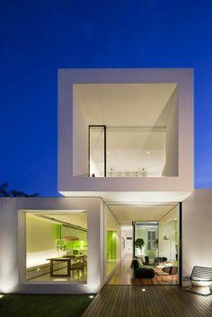 maison cubique blanche de trois corps