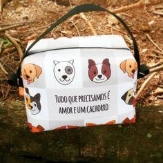 Lancheira Térmica de Doguinhos! Lindeza pura!    Foto: Lancheira térmica 20x15x13cm com tecido externo de 100% poliéster e revestimento interno de espuma de polietileno expandido e poliéster metalizado. Fechamento com zíper.  #domgato #lancheira #marmitinha #bolsa #detox #termica #cachorros ##dog #cachorro #cachorroétudodebom #maedecachorro #amocachorro    Enviamos para todo o Brasil faça o pedido pelo Whatsapp 17992840763 conheça nosso site www.domgato.com ou nos visite na Loja Física: Av…