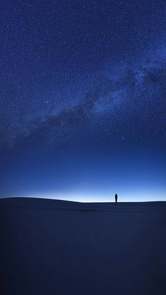 Night in Desert Stars View iPhone Wallpaper Stars Wallpaper, Starry Night Wallpaper, Scenery Wallpaper, Galaxy Wallpaper, Nature Wallpaper, Screen Wallpaper, Wallpaper Backgrounds, Milky Way Photography, Star View