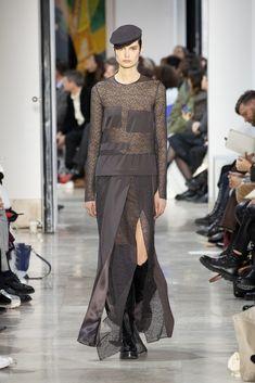 Akris : l'élégance est un art Fashion Week, Skirt Fashion, Fashion Show, Face Wrap, Stretch Pencil Skirt, Ribbed Cardigan, Velvet Jacket, Silk Wool, Silk Crepe