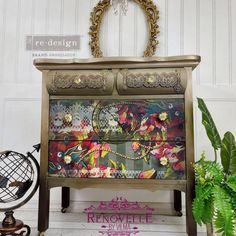 Funky Painted Furniture, Decoupage Furniture, Paint Furniture, Upcycled Furniture, Furniture Design, Armoire Makeover, Furniture Makeover, Meubles Peints Style Funky, Decoupage Paper