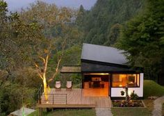 We already got Modern Tiny House on Small Budget and will make you swon. This Collections of Modern Tiny House Design is designed for Maximum impact. Modern Tiny House, Tiny House Design, Ideal House, Cottage Design, Casas Containers, Cabins And Cottages, Bungalows, Little Houses, Tiny Houses