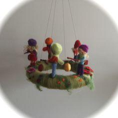 Kranz Laternenkinder.Jahreszeitentisch.Waldorf. von Filz-Art. auf DaWanda.com