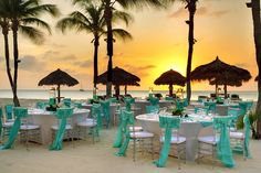 How incredible is that backdrop? Seriously swooning at this #beachwedding #reception set-up at the Occidental Grand Aruba.