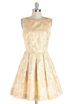 Classic Stunner Dress in Floral!  Looks like the perfect garden party dress.  SO Audrey!