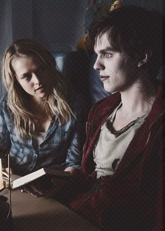 Nicholas Hoult And Teresa Palmer In Warm Bodies Cute Zombie, Best Zombie, It Movie Cast, Movie Tv, Teresa Mary Palmer, Teresa Palmer Movies, Warm Bodies Movie, Cory Hardrict, Cinema