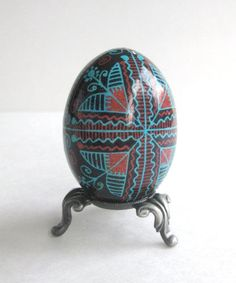 Pysanka, Ukrainian Easter egg, batik decorated chicken egg, Pysanky