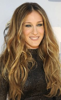 Carrie Bradshaw, er, Sarah Jessica Parker brought herself, and her uber-long hair extentions, to tonight's awards show. And while she looks good, it's all very Sex and the City season two. I think it works, especially since she's got the movie to