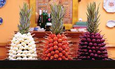 O Rei da Festa: Aprenda a Fazer Abacaxi Aperitivo! Escolha os petiscos e monte o seu abacaxi. Além de deliciosa, essa ideia ainda confere um charme todo es                                                                                                                                                                                 Mais