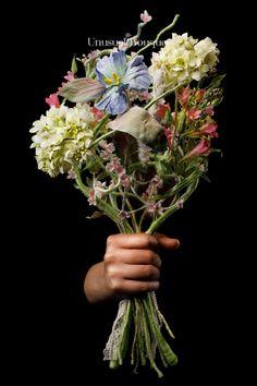 Ed ecco il bouquet primaverile per te sposa che hai sempre desiderato un bouquet con fiori di campo. Realizzato artigianalmente, con fiori in seta. Per il matrimonio solo il meglio scegliendo un'opera che sostenga l'ambiente. #ecostostenibilità #bouquet #fioriinseta #fattoamano #unusual