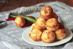 Ich liebe herzhafte Cake Pops! Zugegeben: Das hier sind eher Cake Balls, aber man kann sie prima aufspießen und dann in eine...