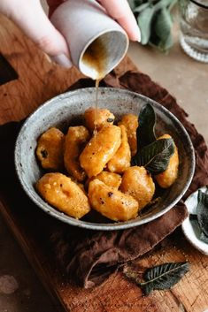 Extremely easy 2 ingredient pumpkin gnocchi with brown butter and sage: flavorful and satisfying, everyone will love them! Pumpkin Gnocchi Sauce, Gnocchi Vegan, Gnocchi Recipes, Pasta Recipes, Linguine, Tortellini, Fall Recipes, Healthy Recipes, Eat Healthy