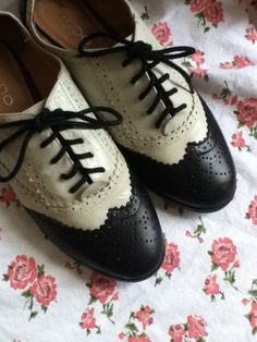 Oxford Black and White Wing tip Saddle Shoes Size by SteaminJunk, $35.00