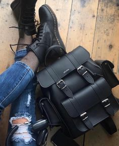Discover recipes, home ideas, style inspiration and other ideas to try. Fashion Bags, Fashion Outfits, Womens Fashion, Mini Mochila, Cute Backpacks, Girls Bags, Cute Bags, Bag Accessories, Purses And Bags
