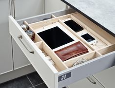 A drawer for phones and iPads in the kitchen. Drawer Design, Smart Home, Kitchen Interior, Storage Solutions, Home Kitchens, Drawers, New Homes, Shelves, Cool Stuff