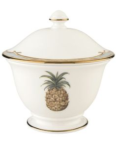 Combining the exotic lushness of the tropics with classic British style, this Lenox sugar bowl stirs romantic thoughts of overseas adventures. A thin rim of gold lends a brilliantly elegant touch. | B