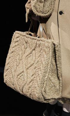 Diy Handbag, Diy Purse, Crochet Tote, Crochet Handbags, My Bags, Purses And Bags, Bag Names, Knitting Blogs, Boho Bags