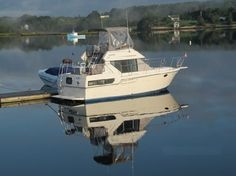 1992 Carver 28 Aft Cabin Motor yacht with Twin 350 Crusaders. Big boat features on a 28 foot platform! Called a 30 footer the year after certainly maximizes space in this family cruiser.