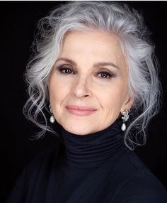 Gray Wigs African Americans Best Hair Color Spray For Grey Hair White Blonde With Dark Roots White Blonde With Dark Roots Grey Hair Over 50, Long Gray Hair, Silver Grey Hair, Curly Gray Hair, Natural Hair Tips, Natural Hair Styles, Coiffure Hair, Grey Hair Inspiration, Great Hair