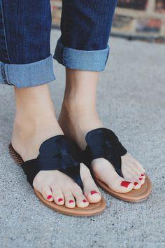 e56873f1705fe8 Black Slip-on V-cut Woven Detail Sandal Archer-110 – UOIOnline.