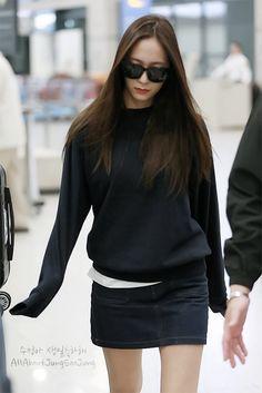 Krystal Jung Fashion, Leather Skirt, Leather Jacket, Sulli, Kpop, Bomber Jacket, Singer, Actresses, Chic