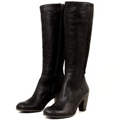 Gidigio Riccarda - All we can say about the Gidigio Riccarda is wow. The Riccarda defines elegance and sophistication in black knee-high boot form. Its beautiful streamline leather design complements the curve of your leg. Along with its unquestionably beautiful leather, the Riccarda also has a heel that just adds a bit of femininity to the look to bring together the total package of elegance.