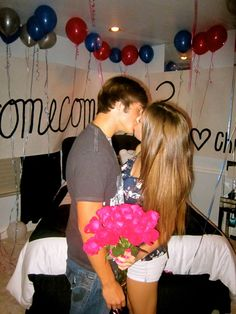 idea to ask a girl to homecoming or prom Asking To Homecoming, Homecoming Proposal, Homecoming Ideas, Perfect Relationship, Cute Relationships, Relationship Goals, Teen Couples, Cute Couples, Dance Proposal