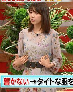 加藤綾子アナ 自らおっぱいを触るキャプ・エロ画像9