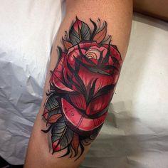 culo o codo? @blessedtattoozgz @vegantattoo @nicktatmachines #rose #rosetattoo #neotrad #neotradi #neotradsub #neotradtattoo #neotraditional #neotraditionaltattoo #zaragoza #zaragozatattoo #madridtattoo #barcelonatattoo #tattoo #tattoos #tattooed #tattooday #tattoocolor #tattoocollector #tattoocommunity #tattoocollection #tattooartist #inklife #inkedup #inked #inkedmag