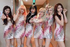 South Korean Girls, Korean Girl Groups, Paul Kim, Birthday Roses, Up To The Sky, Yuehua Entertainment, Golden Child, Group Photos, 2 Photos