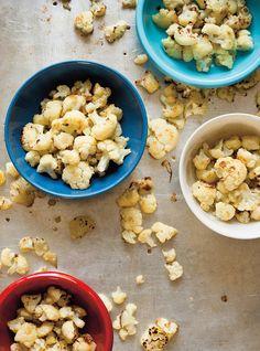 Chou-fleur rôti au four-1 gros choux fleur coupé en petits bouquets / huile d'olive / sel / paprika fumé / poudre d'oignon / poudre d'ail / une c. à soupe de sirop d'érable . OU un train de jus de citron et du parmesan.