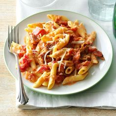 penne with tomato ham cookeo - a delicious dish of pasta. - Penne with tomatoes and ham in cookeo, a delicious pasta dish for your dinner. Vodka Recipes, Pasta Recipes, Dinner Recipes, Cooking Recipes, Lasagna Recipes, Beef Recipes, Soup Recipes, Italian Dishes, Italian Recipes