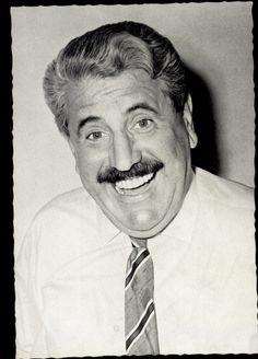 Ansichtskarte / Postkarte Schauspieler Willy Millowitsch lachend, Krawatte | akpool.de