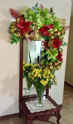 Ideas for decorating mirrors at Christmas - Dale Details Christmas Thoughts, Christmas Love, Christmas Themes, Holiday Decor, Felt Christmas Ornaments, Christmas Wreaths, Christmas Crafts, Christmas Centerpieces, Xmas Decorations