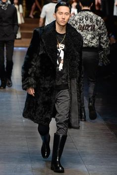http://www.style.com/slideshows/fashion-shows/fall-2015-menswear/dolce-gabbana/collection/42