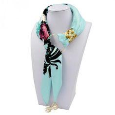 Уже несколько лет пользуется популярностью ожерелье из шарфа или косынки. Этот вид украшений ещё называют текстильная бижутерия.