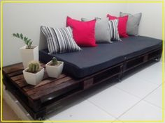 Use Pallet Wood Projects to Create Unique Home Decor Items Pallet Sofa, Diy Pallet Furniture, Furniture Design, Interior Design Living Room, Living Room Decor, Bedroom Decor, Unique Home Decor, Diy Home Decor, Palette Deco