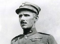 Δαβάκης. Ανακλήθηκε στην ενεργό υπηρεσία τον Αύγουστο του 1940 και τοποθετήθηκε διοικητής του Αποσπάσματος Πίνδου, που αποτελείτο από το 51ο Σύνταγμα Πεζικού και διάφορες μικρομονάδες. Όταν εκδηλώθηκε η ιταλική επίθεση τις πρωινές ώρες της 28ης Οκτωβρίου 1940, αντιμετώπισε με τους 2.000 άνδρες του την επίλεκτη 3η Ιταλική Μεραρχία Αλπινιστών «Τζιούλια», που αριθμούσε πάνω από 10.000 στρατιώτες. Στις Armed Forces, Greece, Captain Hat, Arms, San, History, Beautiful, Special Forces, Greece Country