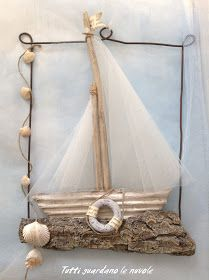 Everyone looks at the clouds: Summer Decoration, Driftwood Projects, Driftwood Art, Sea Crafts, Nature Crafts, Seashell Art, Seashell Crafts, Summer Decoration, Deco Marine, Creation Deco