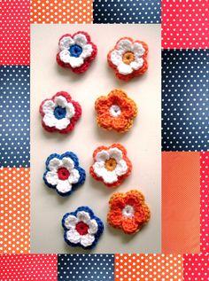 Kleine dubbele bloemetjes 3 /3,5cm doorsnee 0.55 cent per stuk