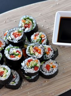 Easy Vegetarian Sushi - this vegan recipe can be pulled together in less than 30 minutes. It's delicious, healthy, and easy to make. #Vegetariandinners,breakfastandlunches