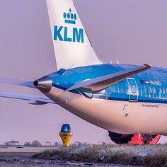 "KLM Royal Dutch Airlines Boeing 787-9 Dreamliner (registered PH-BHD; registered ""Bougainvillea"")"