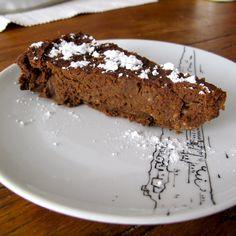 BOLO DE BATATA-DOCE, CACAU E AVELÃ - Um bolo sem glúten, sem lactose e sem açúcar, mas ainda assim de sabor intenso