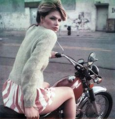 Sexy vintage girls on motorcycles (28 Pictures) | Funri