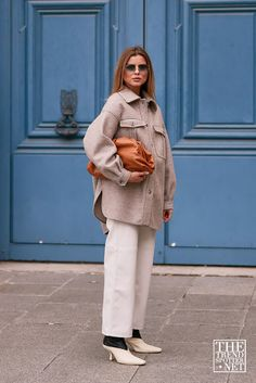 These are the best street style moments captured at Paris Fashion Week Spring/Summer Street Style Trends, Casual Street Style, Winter Fashion Outfits, Autumn Winter Fashion, Winter Style, Fashion Ideas, Mode Dope, Cool Street Fashion, Paris Fashion