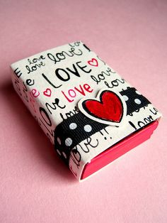 Sent to endiahna. Funny Encouragement, Matchbox Art, Creative Crafts, First Love, Sunglasses Case, Paper Crafts, Messages, Crafty, Cards