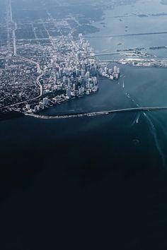 avenuesofinspiration:  Miami | Photographer © | AOI