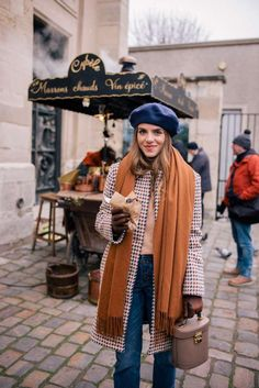 A Parisian Look - Gal Meets Glam - Winter Outfits Look Fashion, Fashion Outfits, Womens Fashion, Fashion Trends, 2017 Outfits, 90s Fashion, Trendy Fashion, High Fashion, Fall Winter Outfits